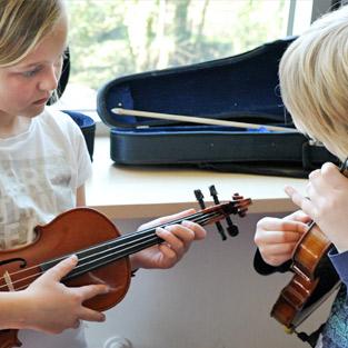 Musikschule Pinneberg musikalische Intrumentenkarusell.