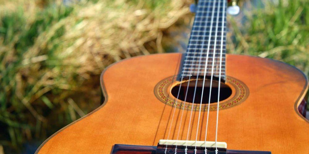 https://www.musikschule-pinneberg.de/wp-content/uploads/2019/10/2017-11-01-12-31-24-1200x800.jpg-Gitarre.jpg