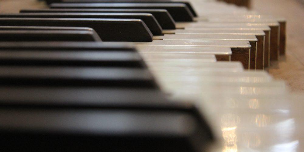 https://www.musikschule-pinneberg.de/wp-content/uploads/2019/10/keyboard-technology-piano-musical-instrument-string-instrument-digital-piano-electronic-device-musical-keyboard-computer-component-electronic-instrument-player-piano-22760.jpg